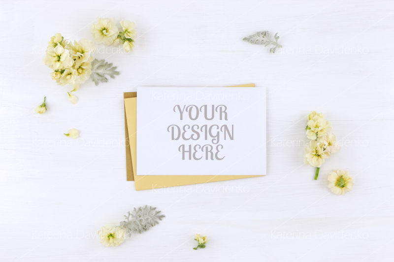 Free Postcard mockup whith flowers and envelope, on white background (PSD Mockups)