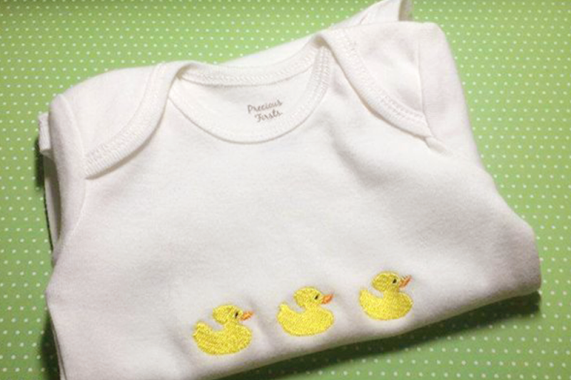 row-of-rubber-ducks-embroidery