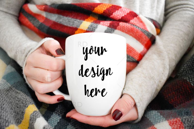 Free Mug Mockup with Plaid Blanket (PSD Mockups)