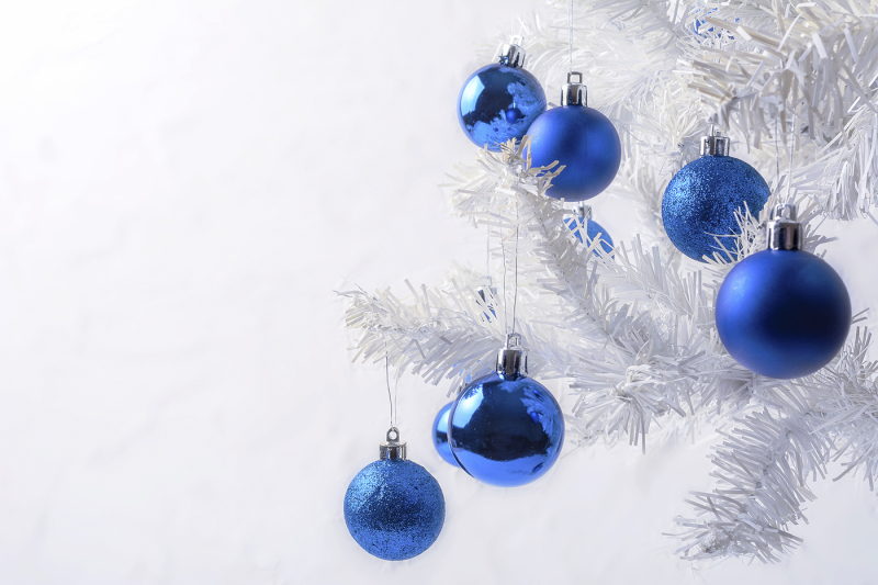 white-christmas-tree-with-blue-ornament-copy-space