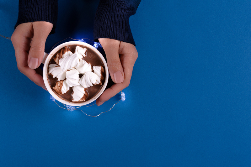 feminine-hands-holding-hot-chocolate-with-marshmallow-candies