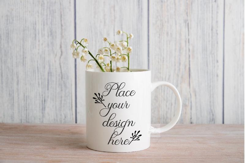 Free Mug mockup spring summer Sublimation neutral rustic coffee cup photo (PSD Mockups)