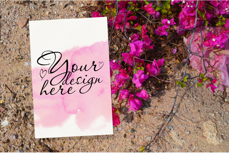 Free Wedding invitation card mockup with pink flowers (PSD Mockups)