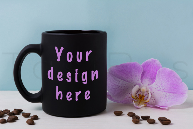Free Black mug mockup with orchid and coffee beans. (PSD Mockups)
