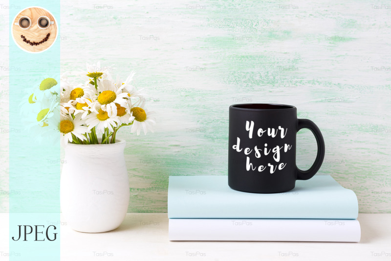 Free Black coffee mug mockup with white field chamomile bouquet in handmade (PSD Mockups)
