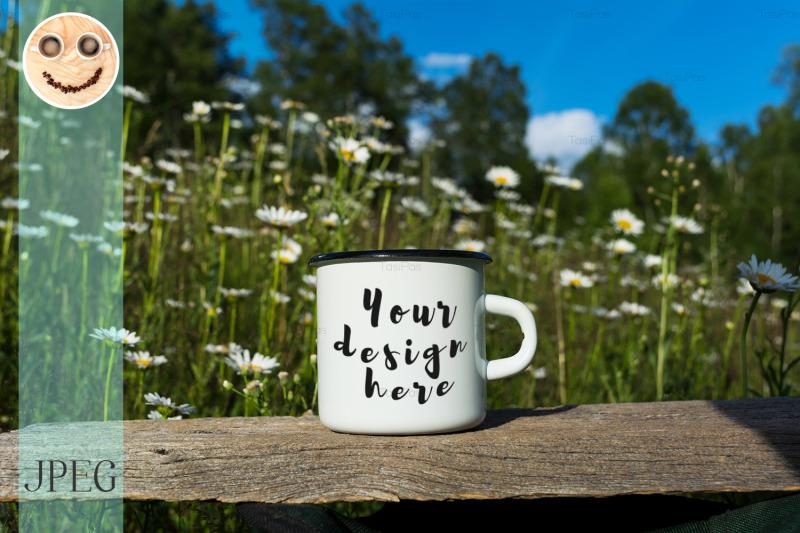 Free White campfire enamel mug mockup with daisy field (PSD Mockups)