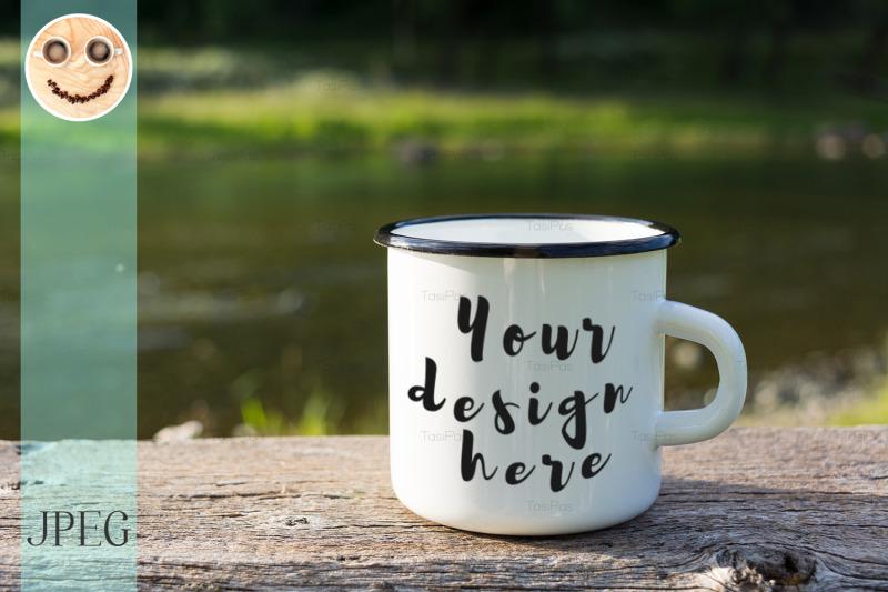 Free White campfire enamel mug mockup with sun beams (PSD Mockups)