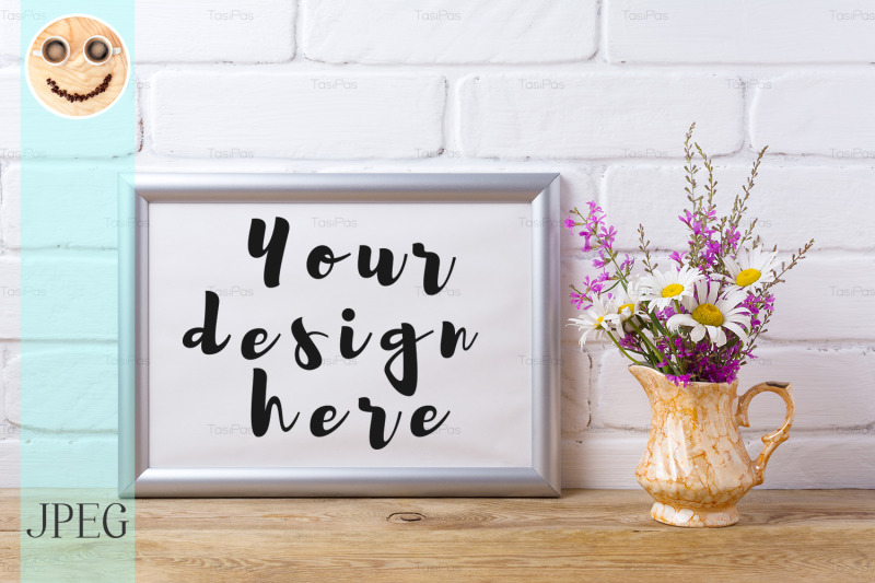 Free Silver landscape frame mockup with chamomile and purple flowers in gol (PSD Mockups)