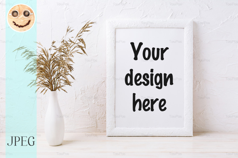 Free White frame mockup with decorative dried grass (PSD Mockups)