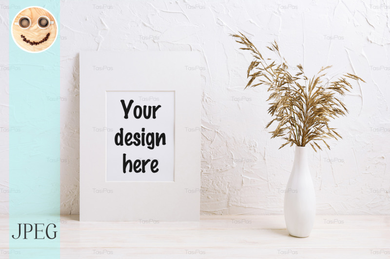 Free White mat frame mockup with dried grass (PSD Mockups)