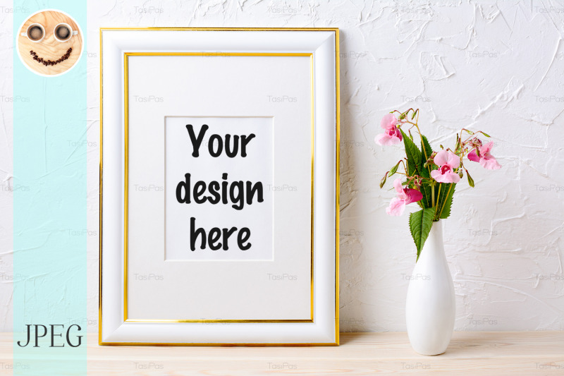 Free Gold decorated frame mockup with flower bouquet in elegant vase (PSD Mockups)