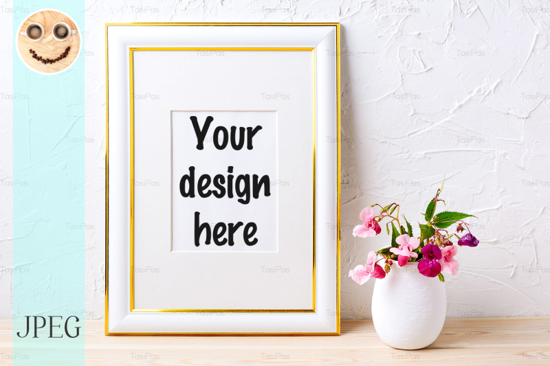 Free Gold decorated frame mockup with flower bouquet in flowerpot (PSD Mockups)