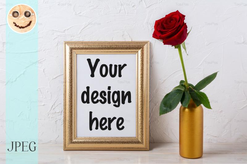 Free Gold frame mockup with dark red rose in vase (PSD Mockups)