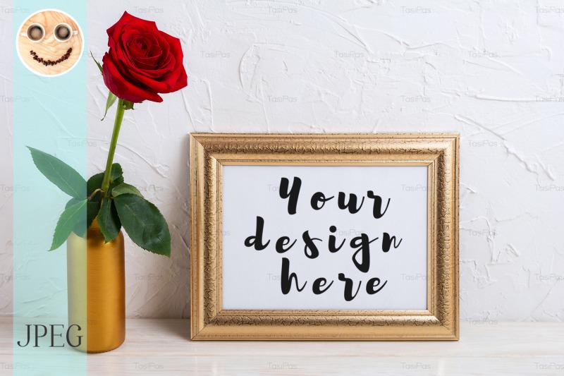 Free Landscape gold frame mockup with red rose in vase (PSD Mockups)