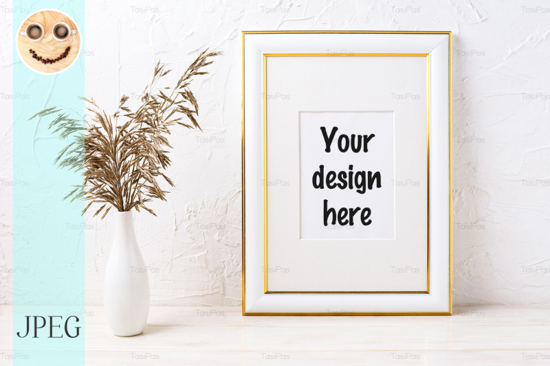 Free Gold decorated frame mockup with dried grass (PSD Mockups)