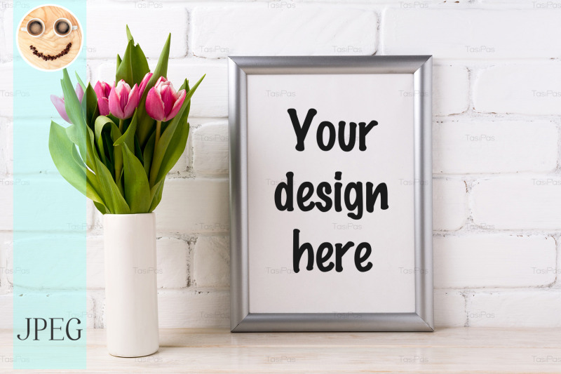 Free Silver frame mockup with pink tulips in vase (PSD Mockups)