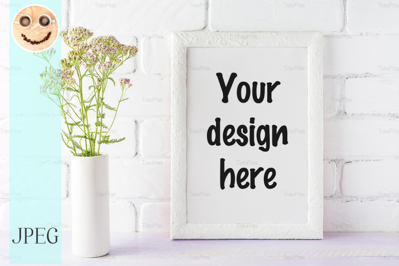 Free White frame mockup with creamy pink flowers in cylinder vase. (PSD Mockups)