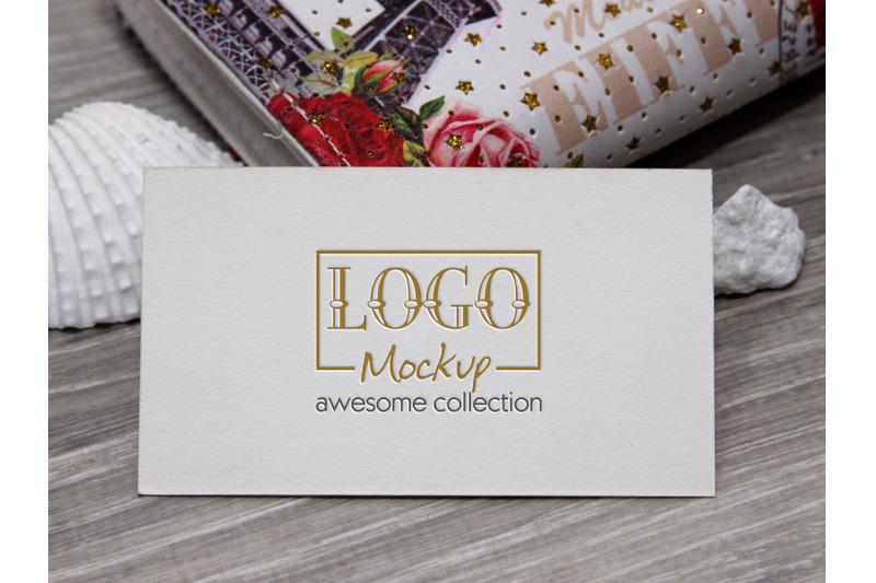 logo-mockup-with-white-stones-and-seashels-design