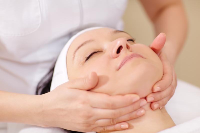 facial-massage-at-beauty-treatment-salon