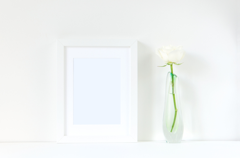 frame-mockup-with-rose