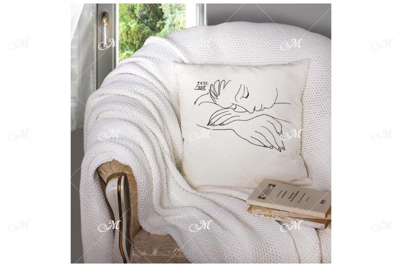 Free Pillow Mock-up. PSD (PSD Mockups)