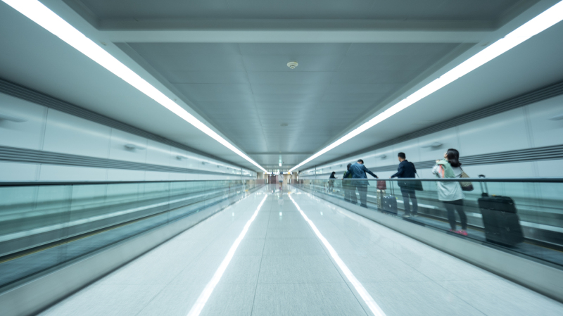 tunnel-at-seoul-airport-with-people-on-flat-escalator
