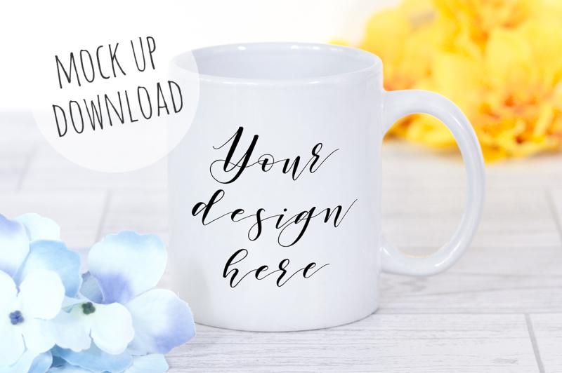 Free Mug Mockup Floral Photograph (PSD Mockups)