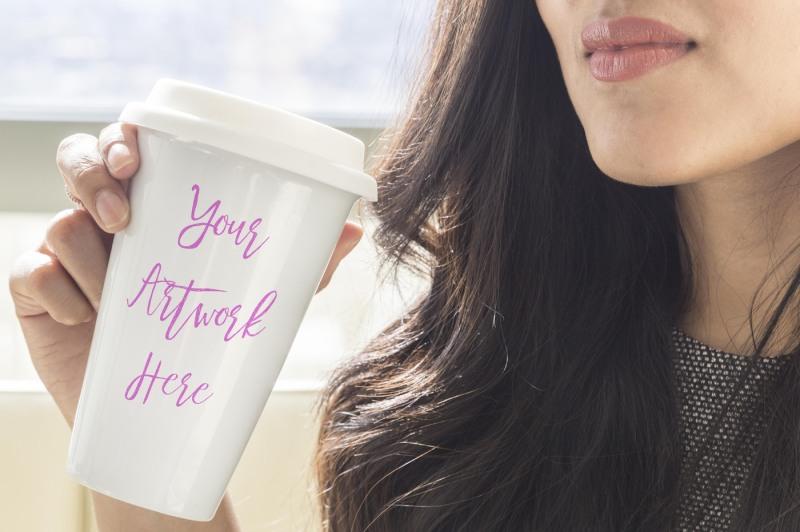 Free Woman holding travel mug mockup (PSD Mockups)