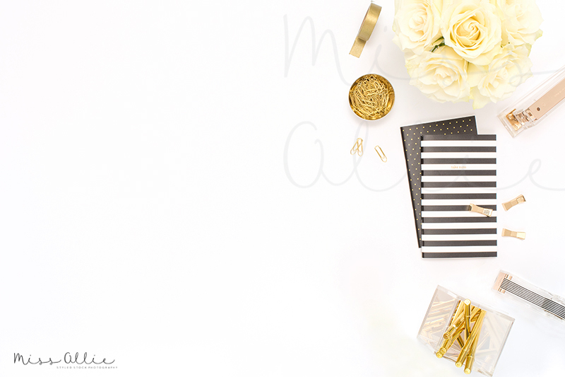 Free Styled desktop black and white (PSD Mockups)