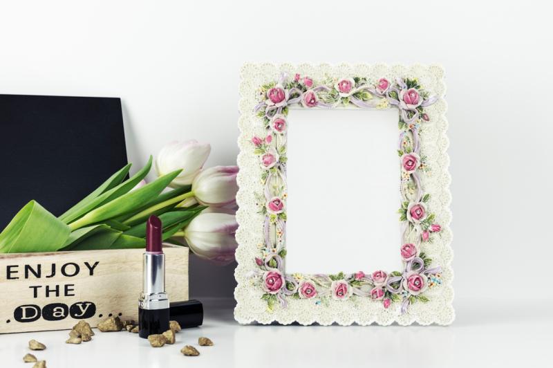 Free Floral Frame Mockup (PSD Mockups)