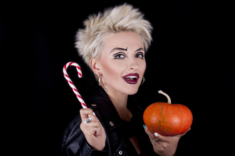 girl-with-lollipop-and-pumpkin