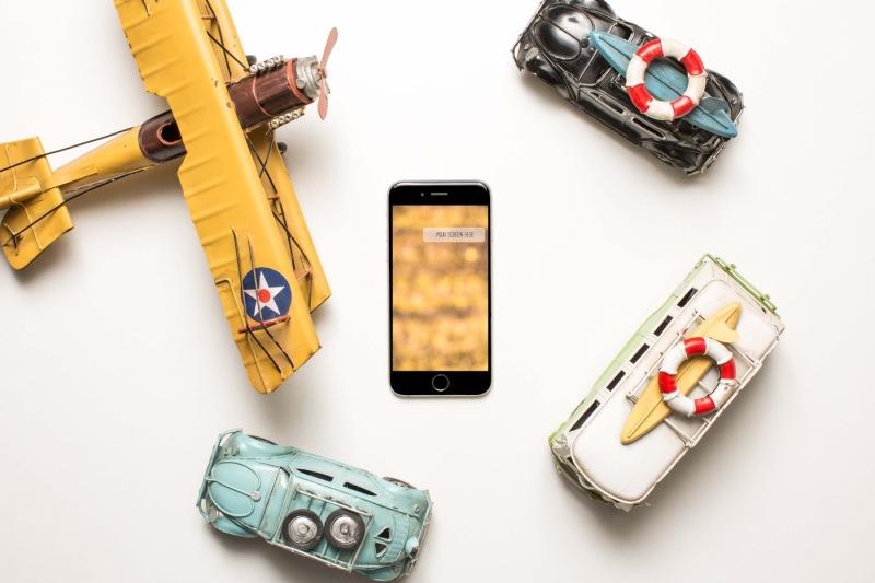 Free iPhone traveler mockup (PSD Mockups)