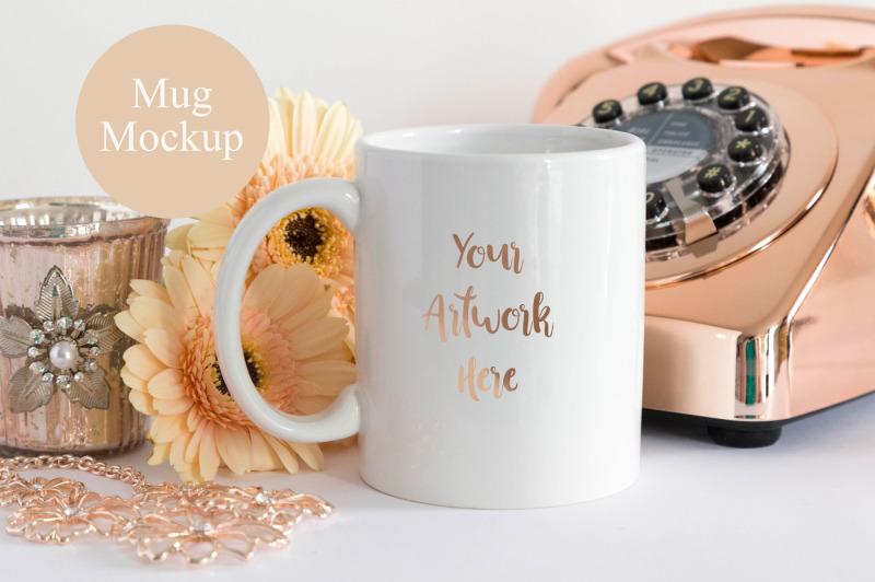 Free Mug mockup with rose gold (PSD Mockups)
