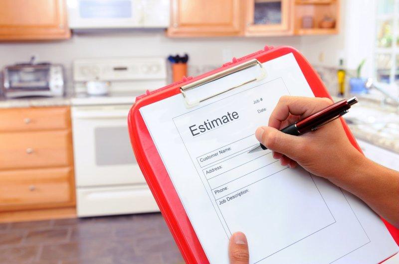 contractor-writing-estimate